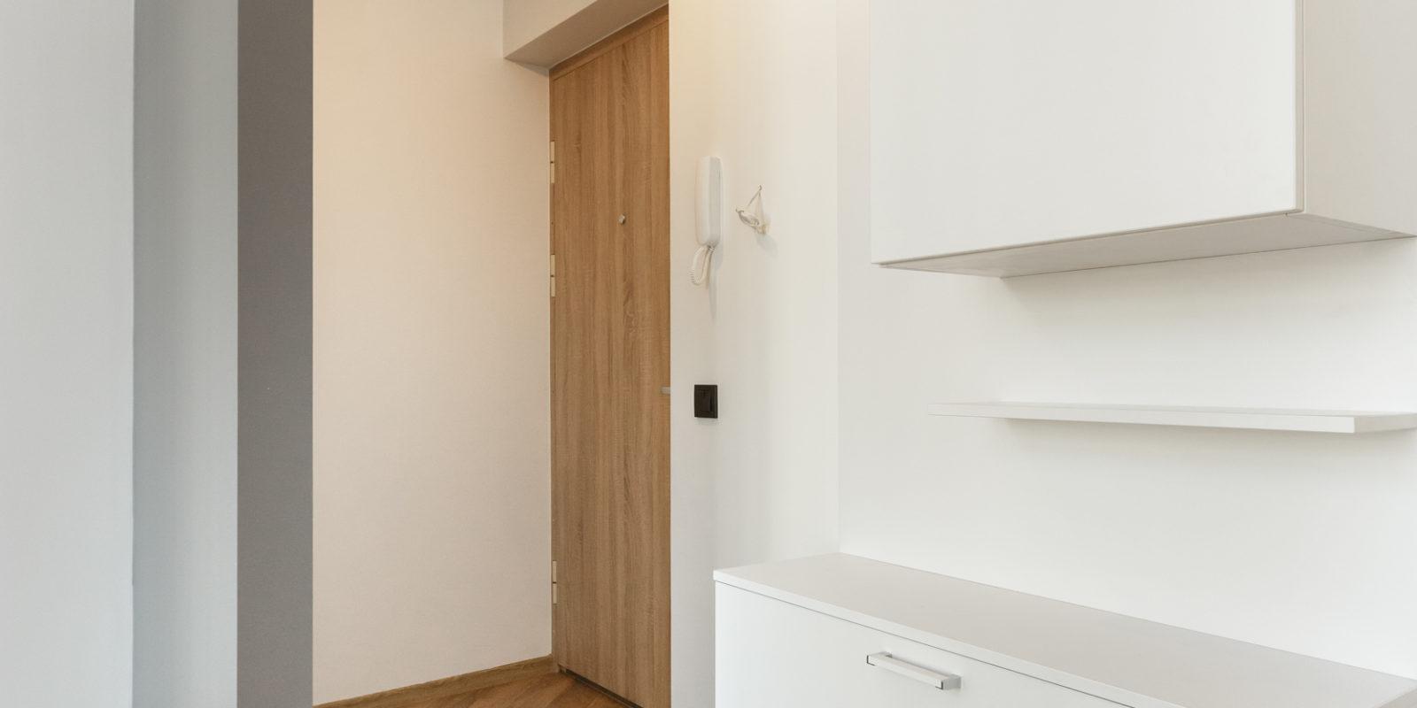 Praktiškas interjeras 2 kambarių bute