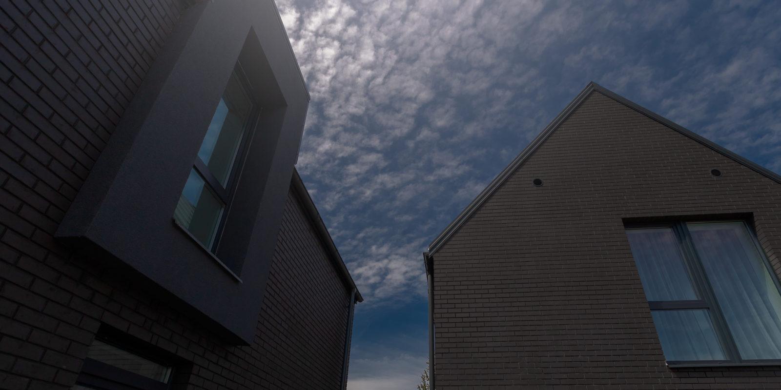 Du dvibučiai su klinkeriniu fasadu