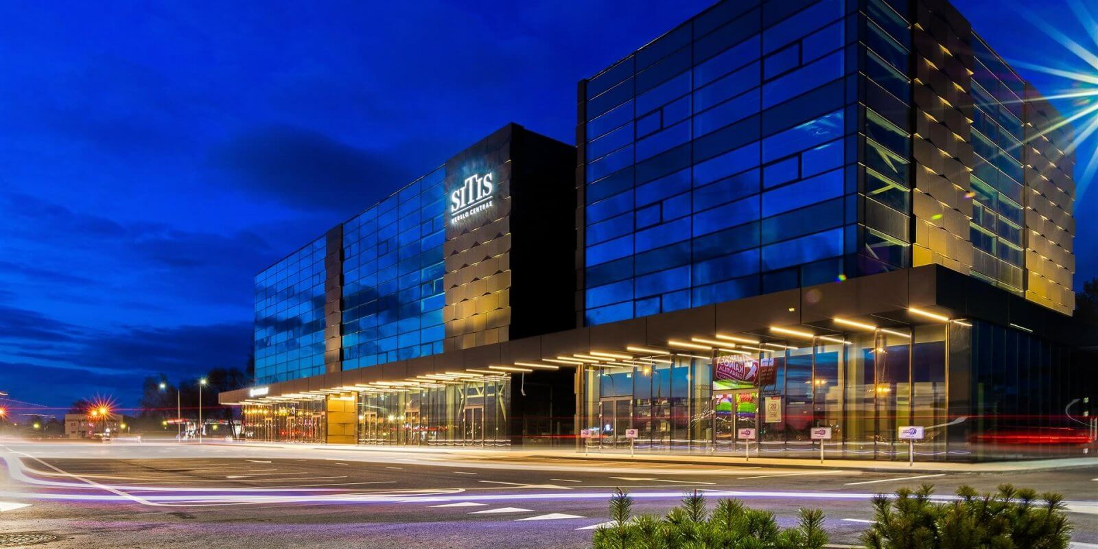 Išskirtinis verslo centras SITIS: spalvą keičia nuo saulės apšvietimo